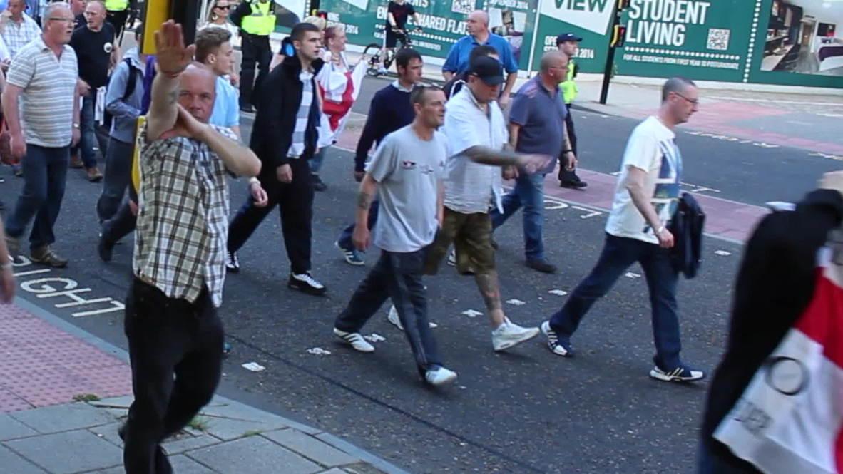 UK: Nazi salutes as EDL march through Newcastle