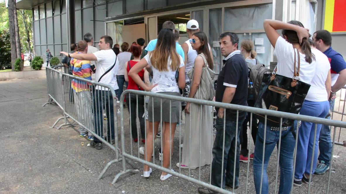 Serbia: Crowds flock to get flood damage discounts