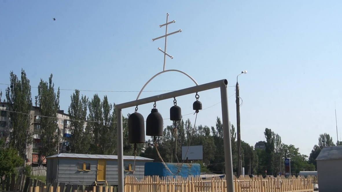 Ukraine: Slavyansk residents pray for peace as shells fall
