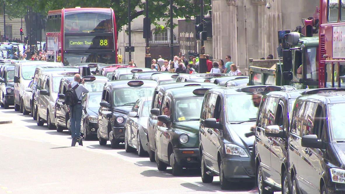 UK: Uber protest draws hundreds of cabbies