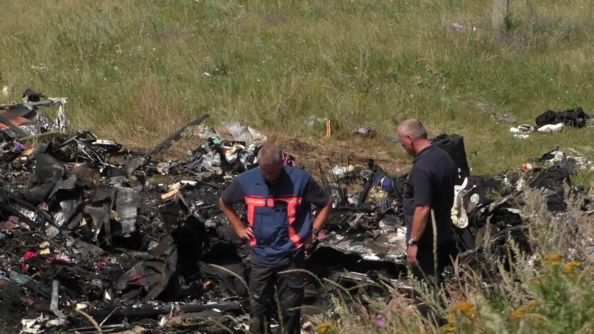 Ukraine: Dutch forensics arrive at MH17 crash site