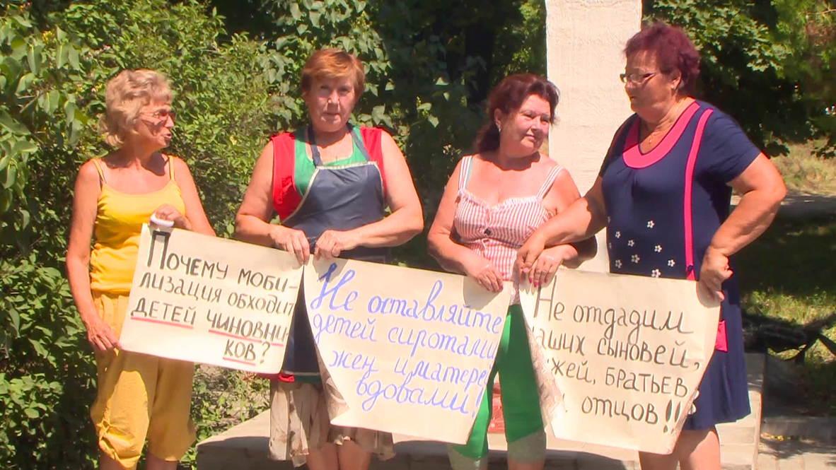 """Ukraine: Mothers protest """"cannon fodder"""" mobilisation"""