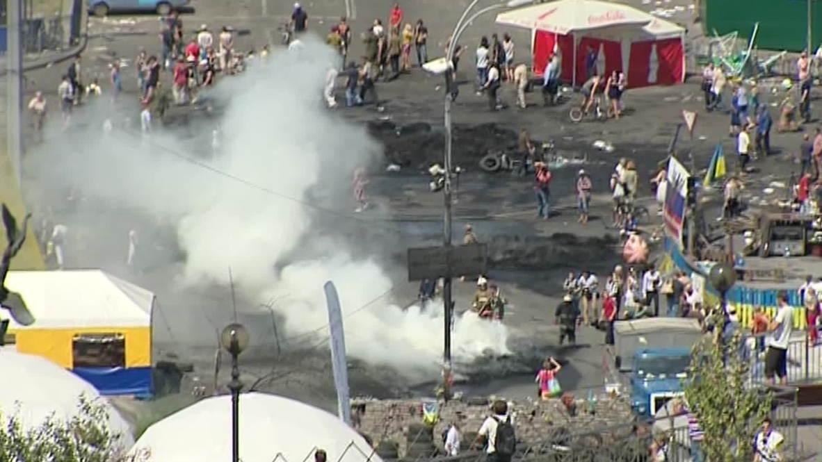 Ukraine: Smoky destruction engulfs Maidan following clashes