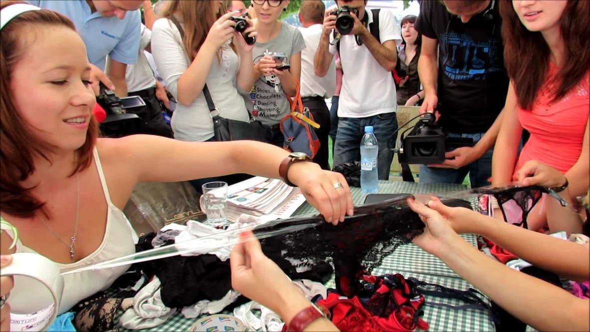 Ukraine: Panty  bra flashmob protests Russia