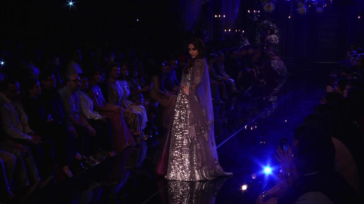 India: Bollywood star Kareena Kapoor sizzles at Lakme Fashion Week