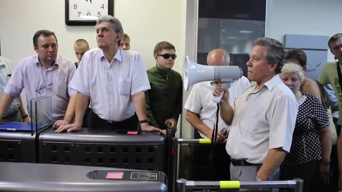 Ukraine: Group storms Antonov's Kiev factory- with police help