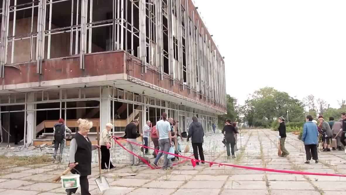 Ukraine: Donetsk bombing brings volunteers out in force