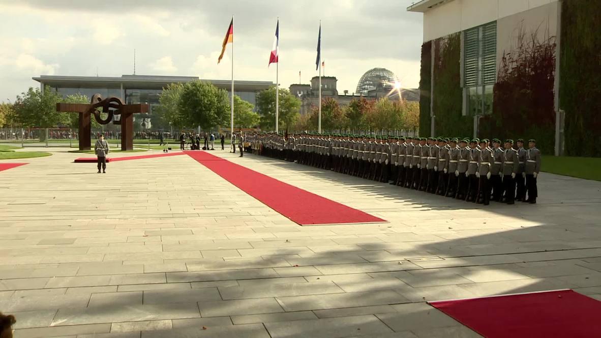 Germany: Merkel greets Valls in Berlin, praises German-French relations