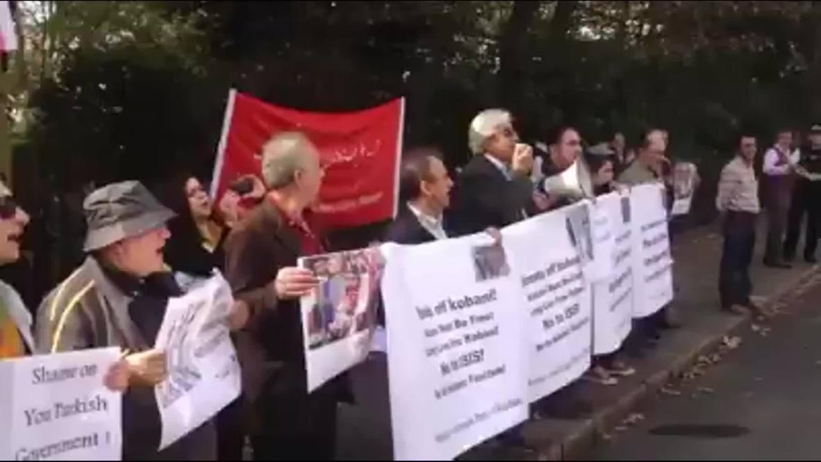 UK: Kurds hurl eggs at Turkish embassy during anti-ISIS demo