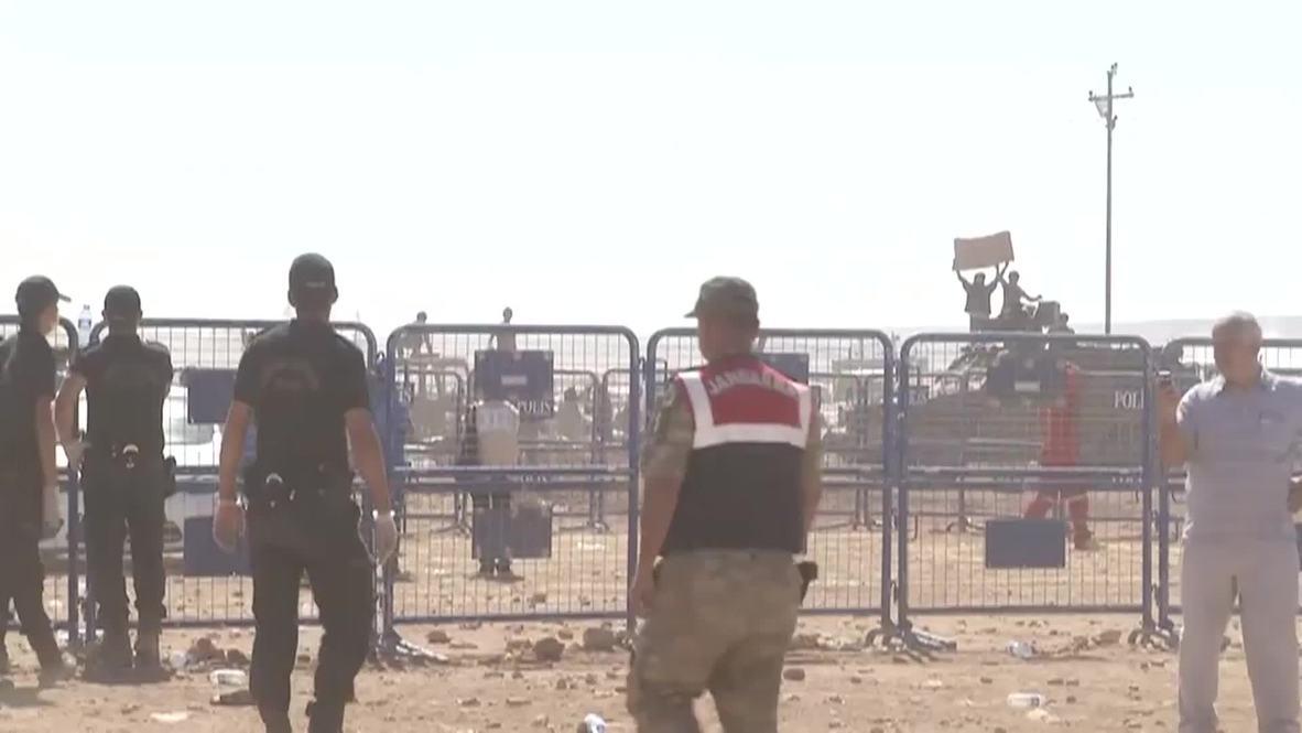 Turkey: US launch airstrikes on Syrian soil, thousands pour through border