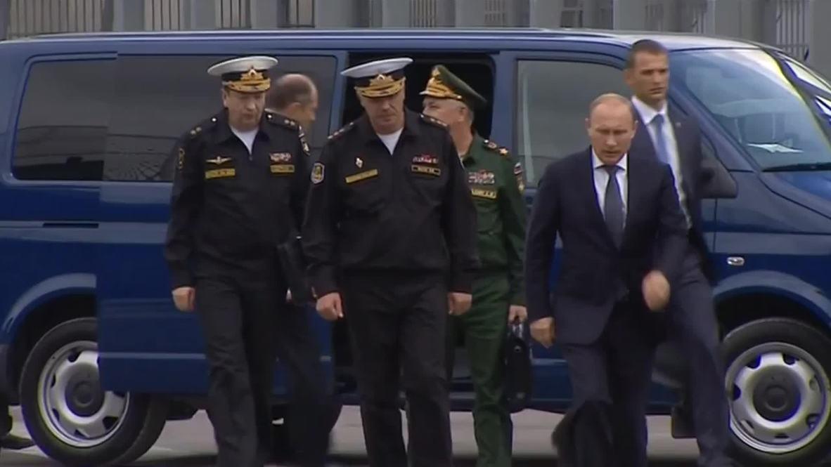 Russia: Putin visits destroyer Vice-Admiral Kulakov in Novorossiysk - POOL