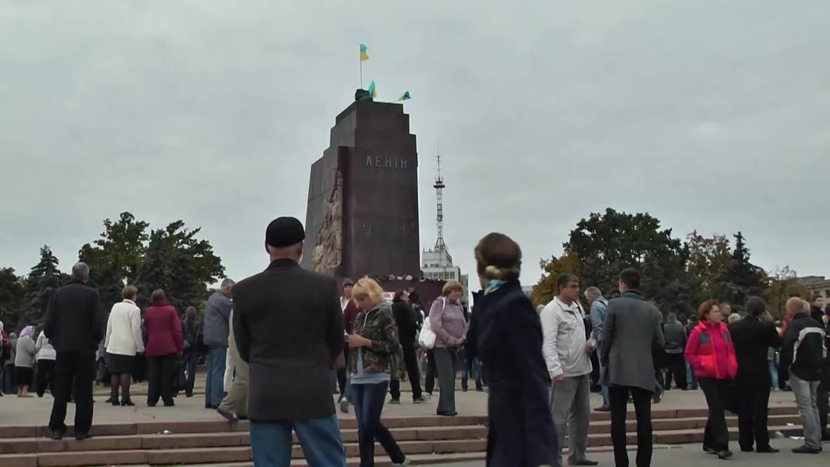 Ukraine: Kharkov citizens mourn toppled Lenin monument