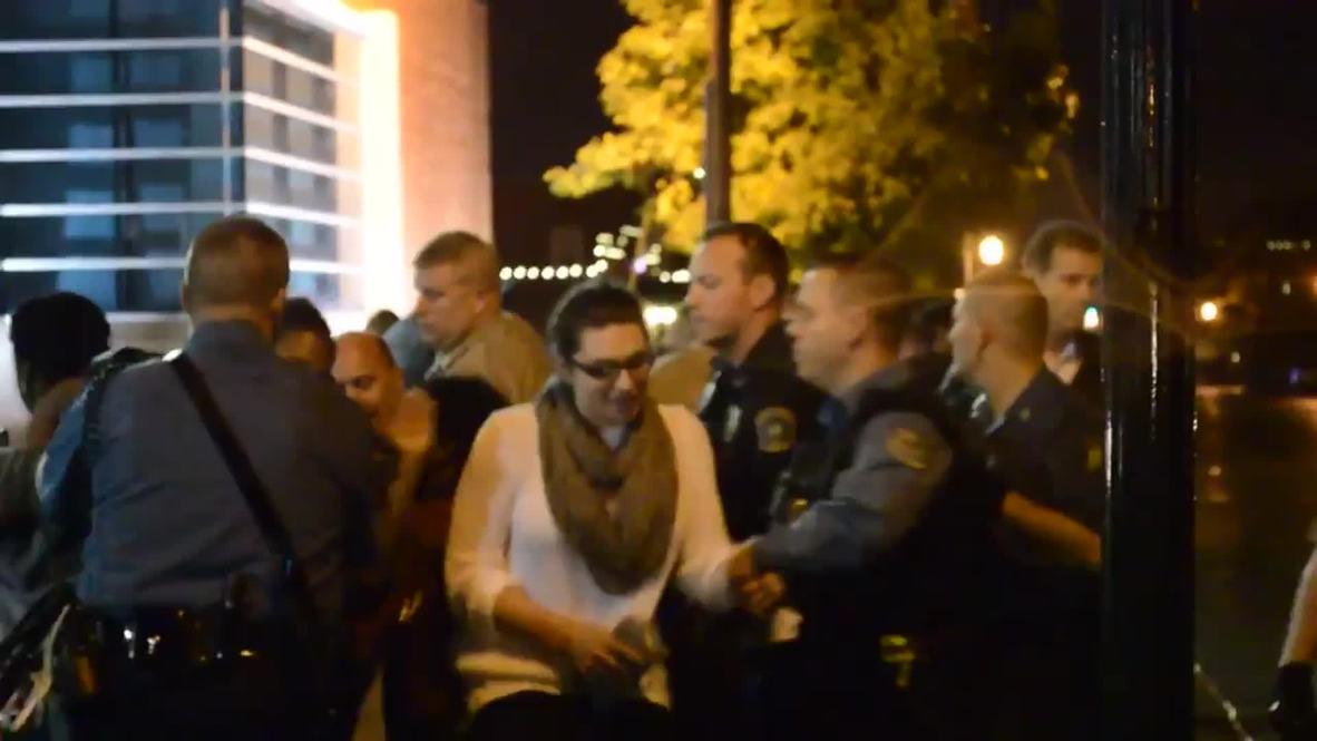 USA: Ferguson police arrest dozens of protesters