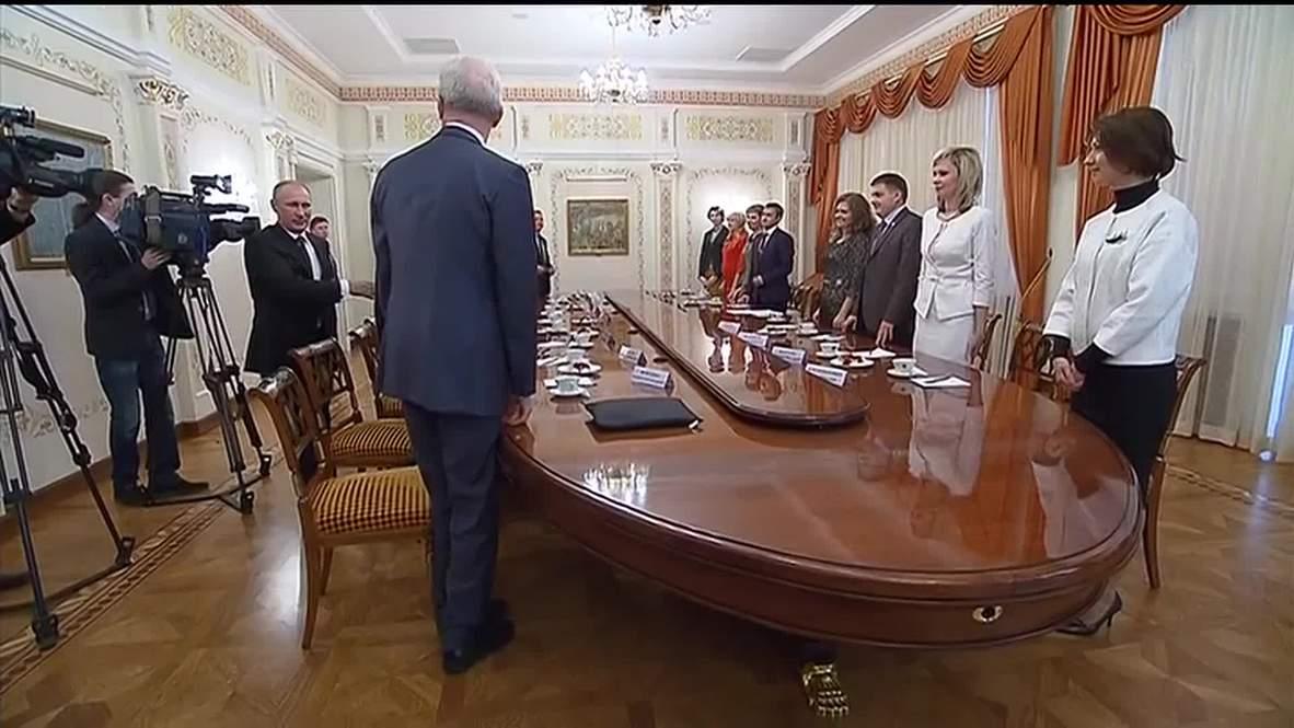 Russia: Putin meets Teacher of the Year finalists