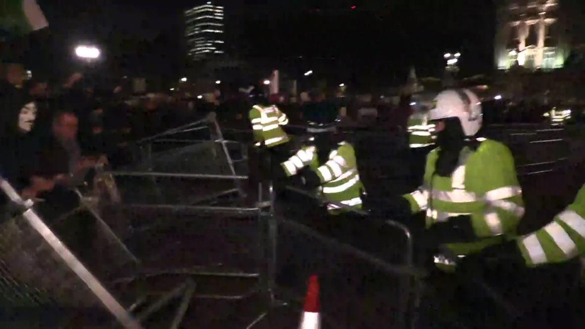 UK: Anonymous besiege Buckingham Palace in Million Mask March