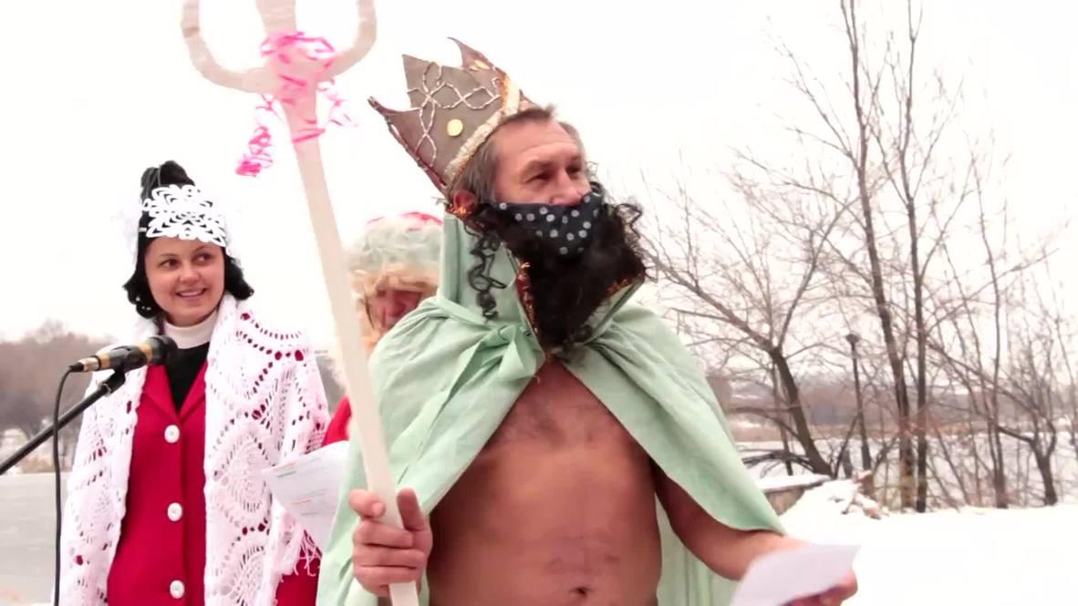 Ukraine: BRRR! See daring Donetskers plunge into ICE WATER for seasonal swim