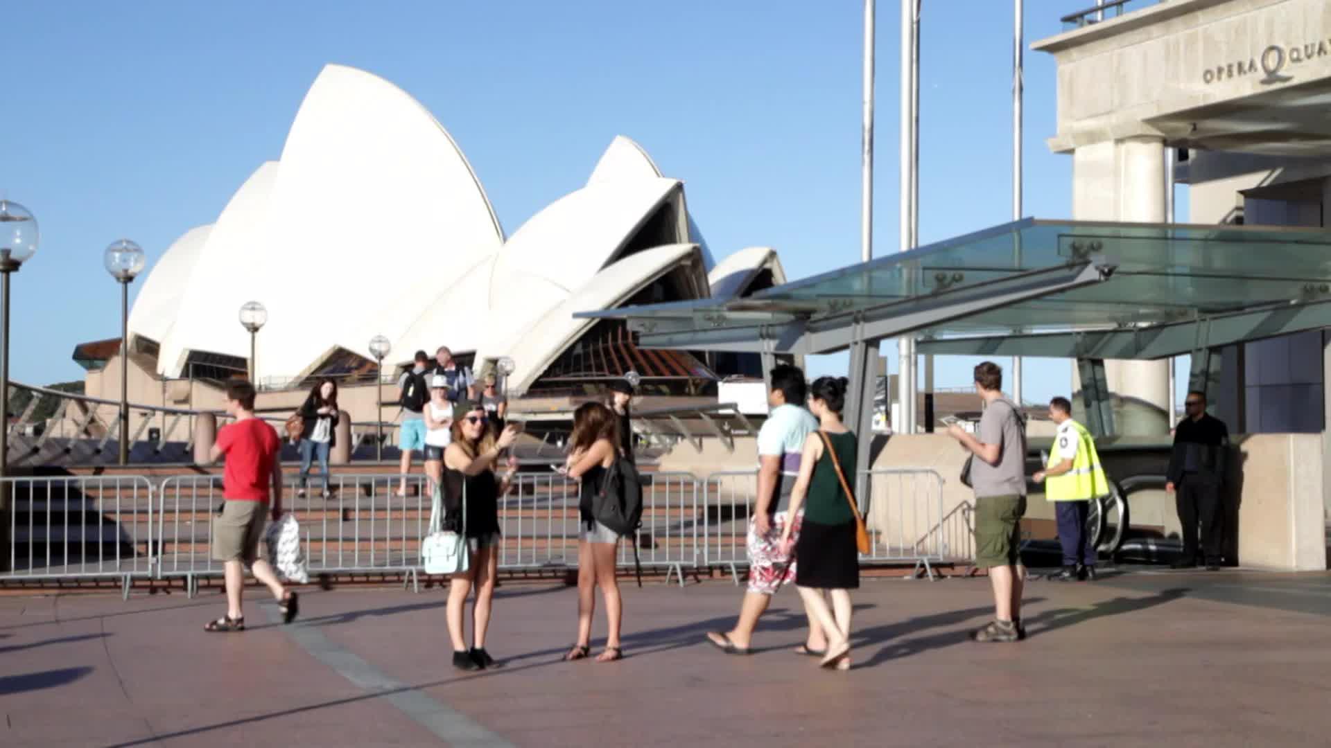 Australia: Sydney on lockdown amid hostage crisis   Video ...