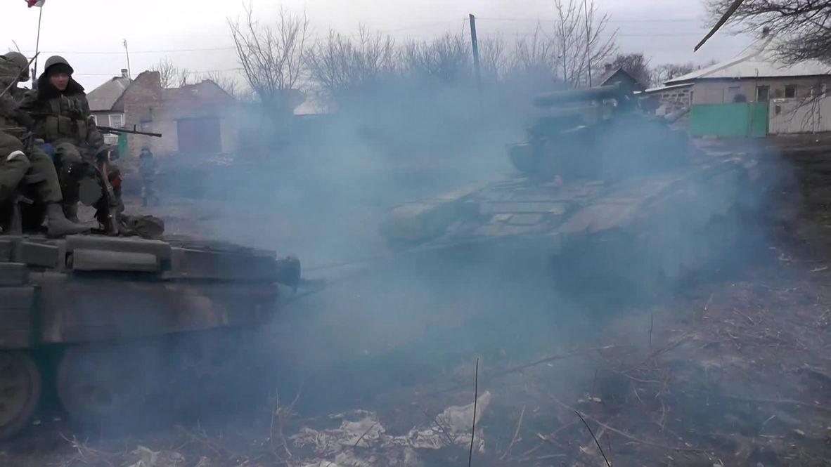 Ukraine: Watch DNR fighters tow T-72 TANK near surrounded Debaltsevo
