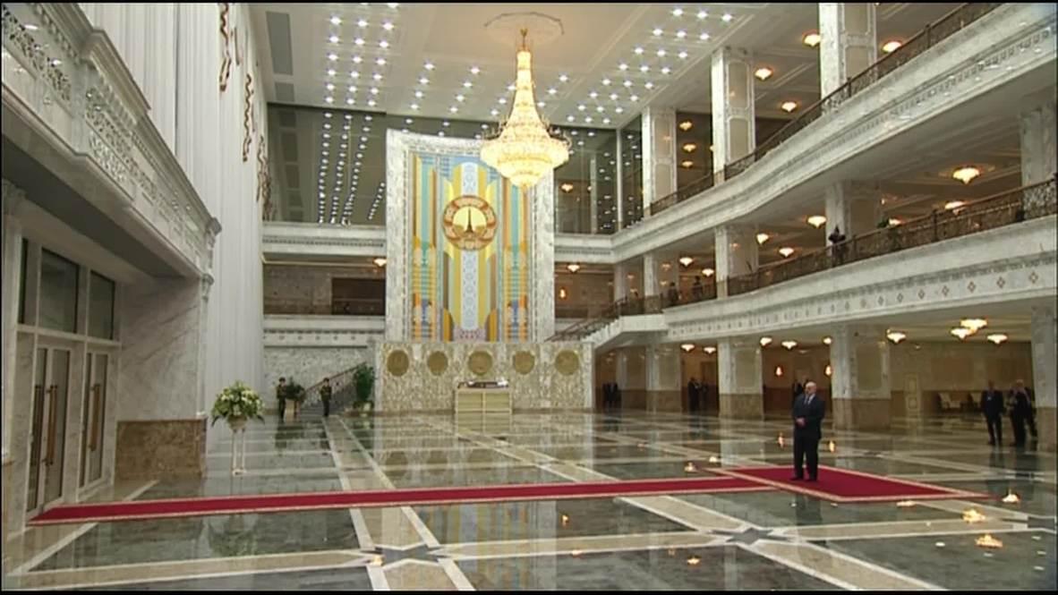 Belarus: Lukashenko welcomes Merkel and Hollande for peace talks