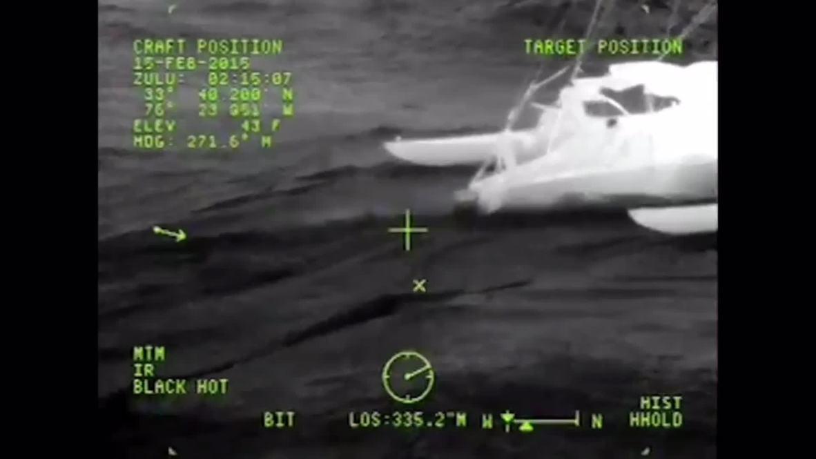 USA: Coast Guard rescues 4 from sailboat off NC coast
