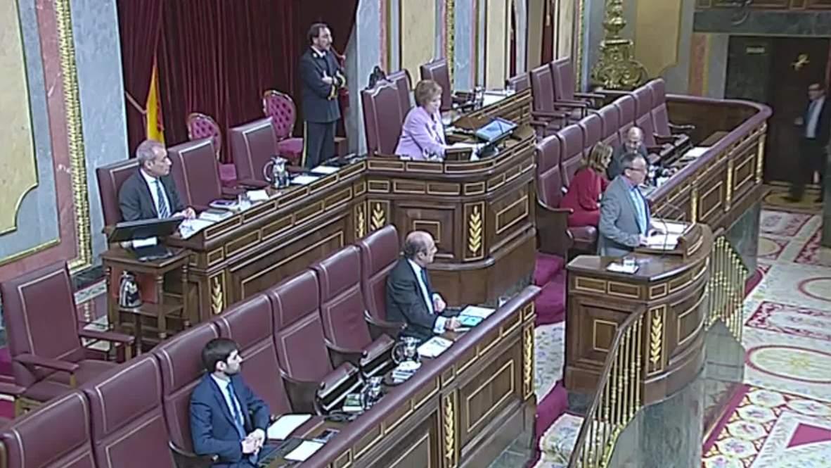 Spain: MP Juan Baldovi FAINTS addressing Congress