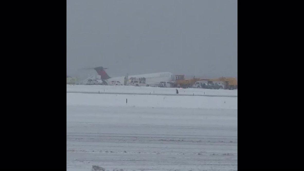 USA: Plane skids off runway at New York's LaGuardia Airport