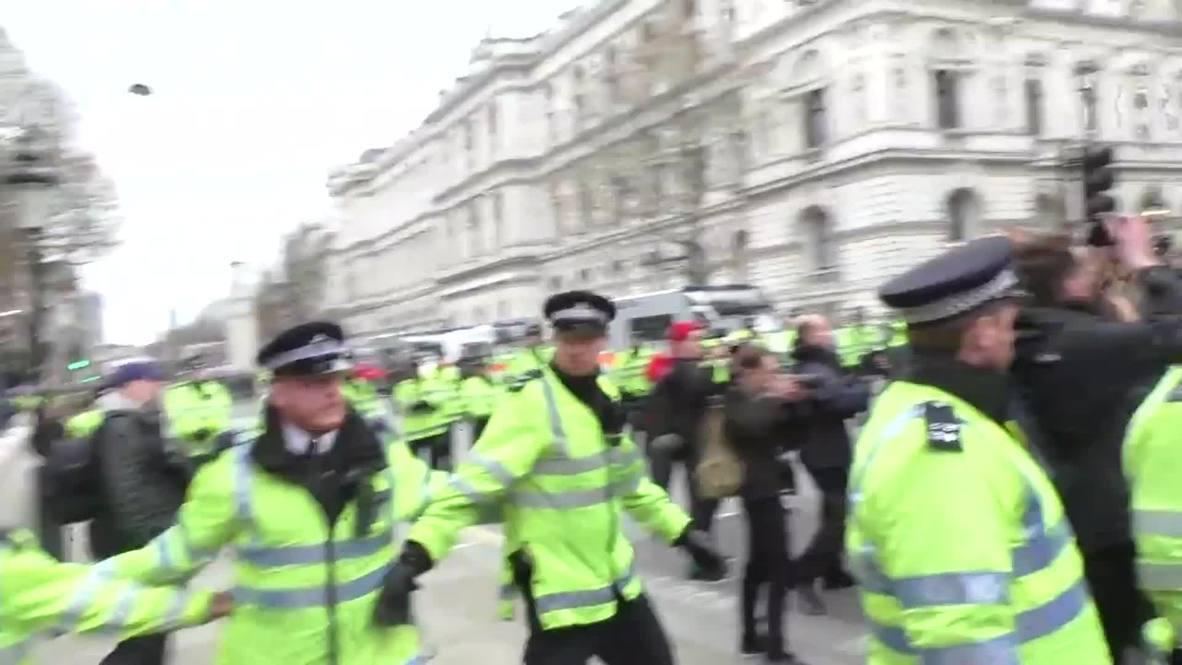 UK: Black-bloc and police clash during London PEGIDA protest