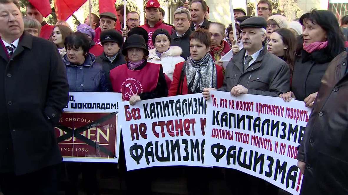 Russia: Communist Party rallies against fascism outside Ukrainian Embassy