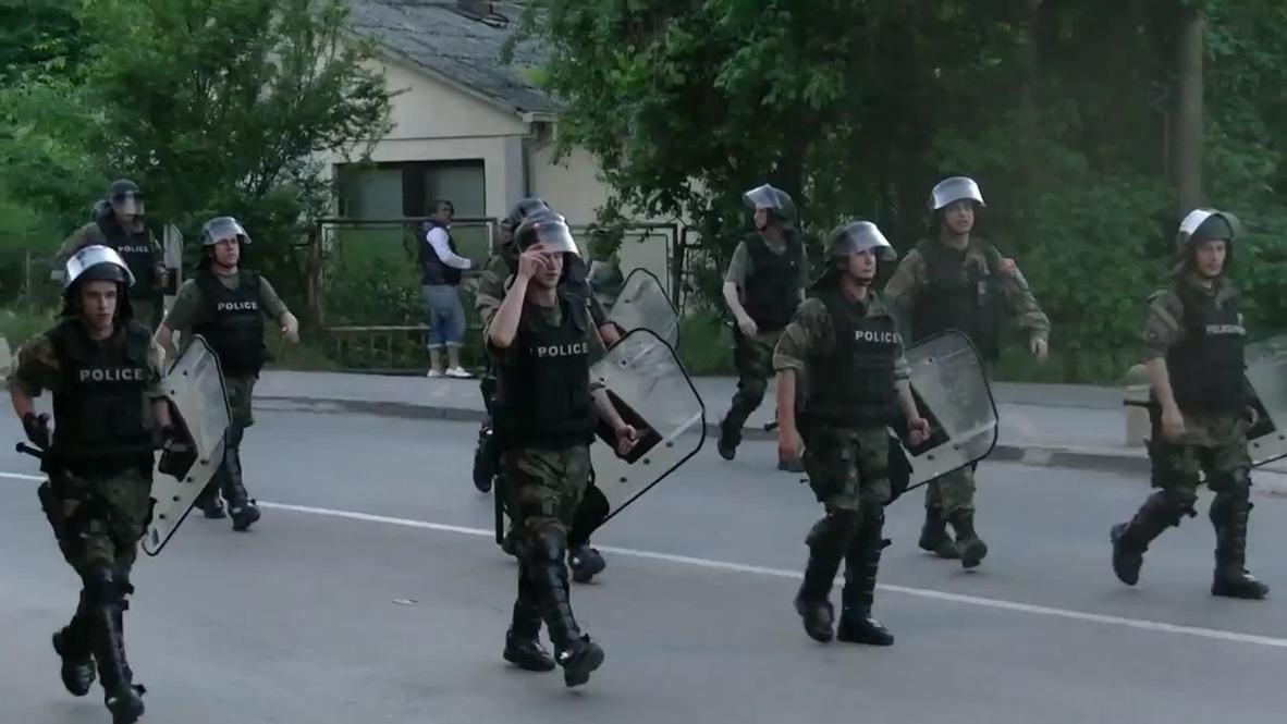 Macedonia: Anti-gov protesters face-off against riot police in Skopje