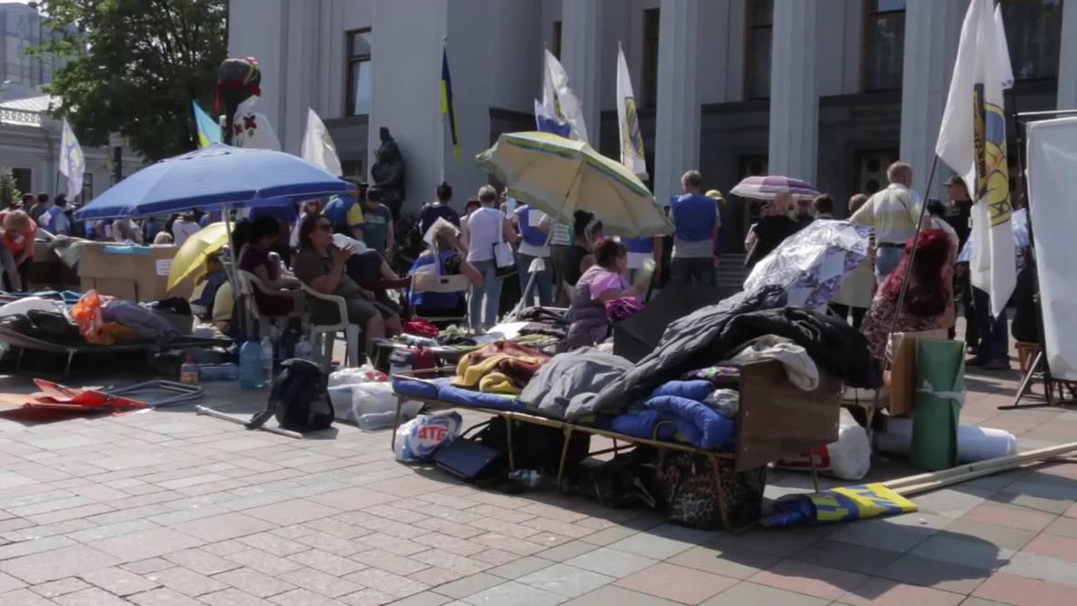 Ukraine: Hunger strike continues outside Rada as talks on law 1558-1 postponed