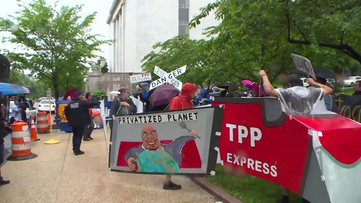 USA: Anti-TPP protest hits Capitol Hill as Senate ratifies bill