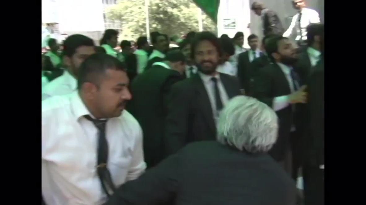 Pakistan: Lahore lawyers rage outside Punjab Assembly Building