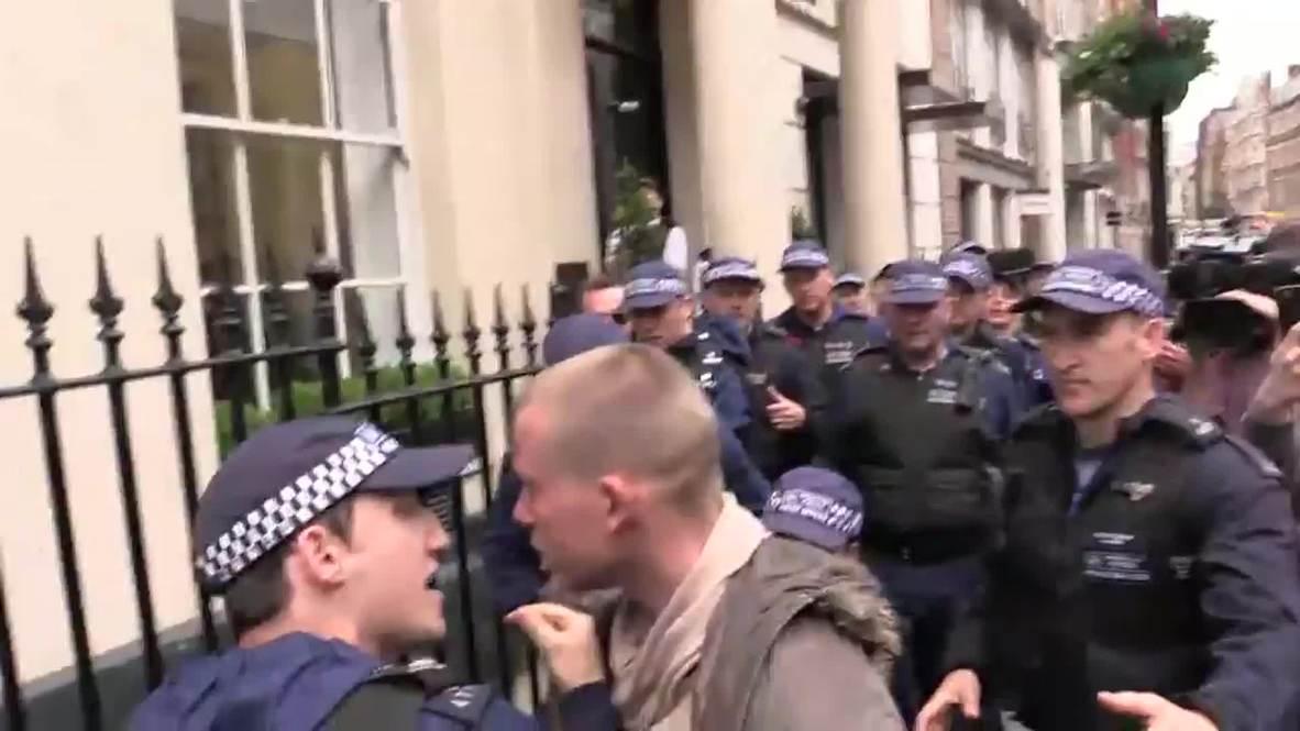 UK: Scuffles erupt after anti-austerity activists block apartment eviction