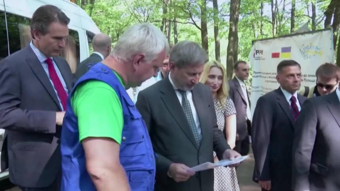Ukraine: European Commissioner Hahn visits IDP social projects in Kharkov