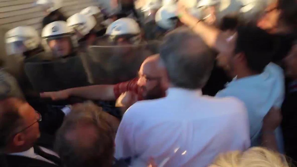 Greece: Scuffles break out at mass pro-EU protest
