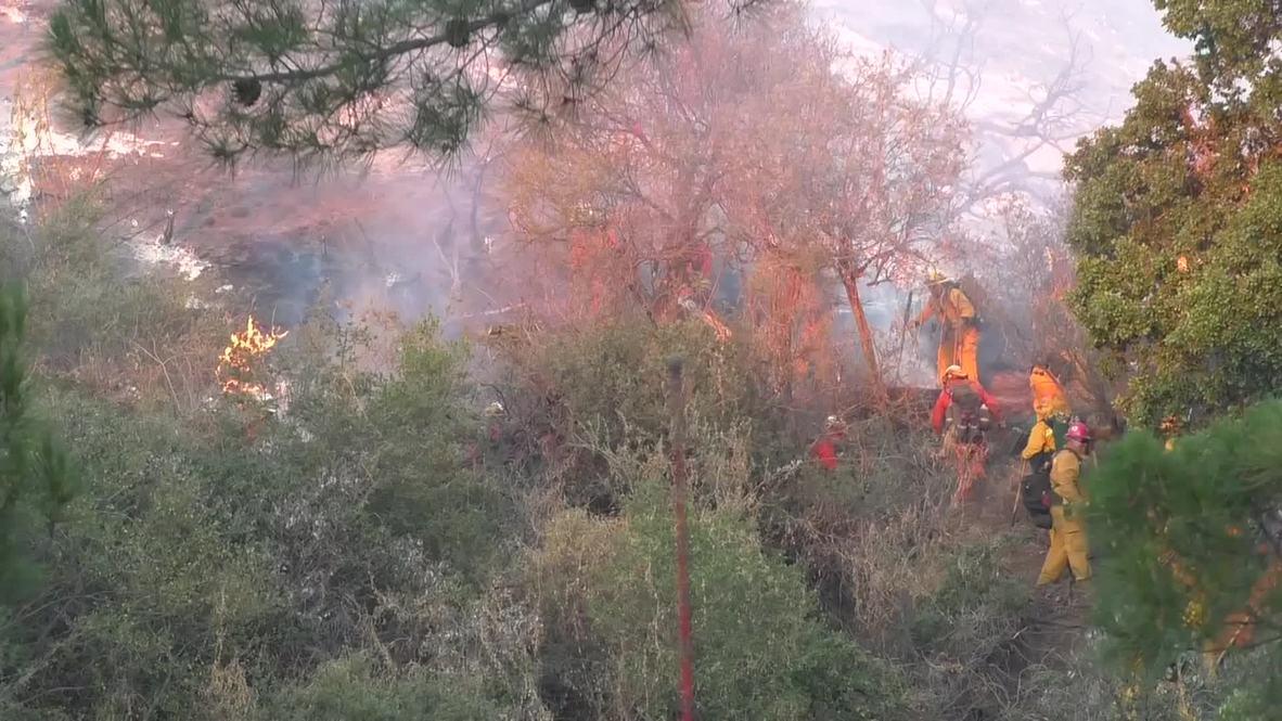 USA: Firefighters battle 350-acre brush fire in Santa Clarita