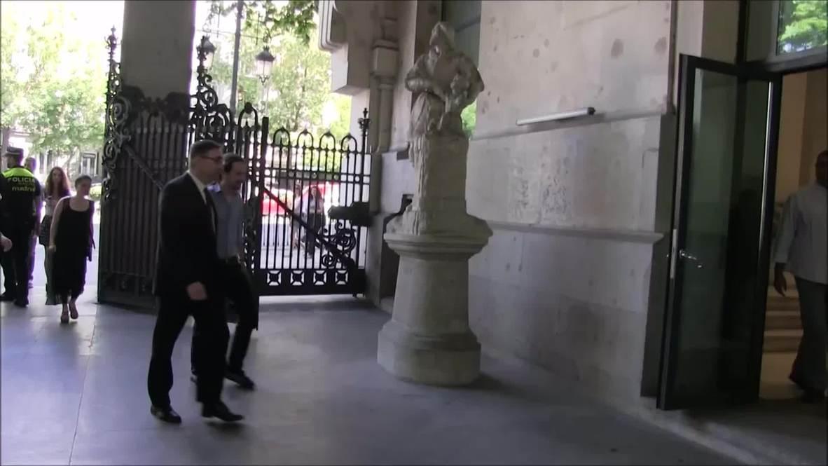 Spain: Podemos' Iglesias meets with Madrid's new mayor Manuela Carmena