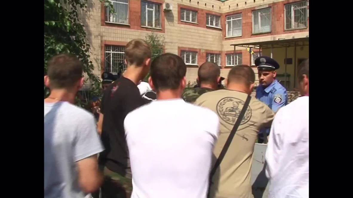 Ukraine: Kharkov mayor's trial postponed after clashes erupt outside court