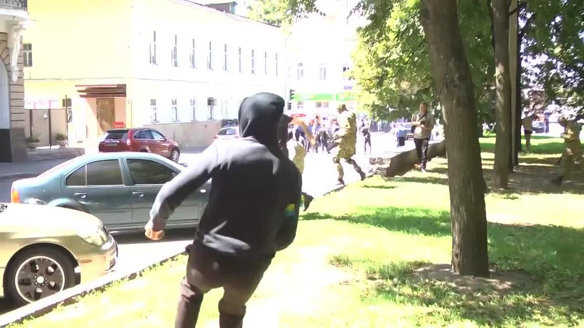 Ukraine: Masked men attack Party of Regions offices in Kharkov