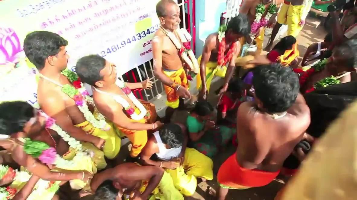 India: Coconuts SMASHED on devotees' heads at Aadi Perukku holy festival