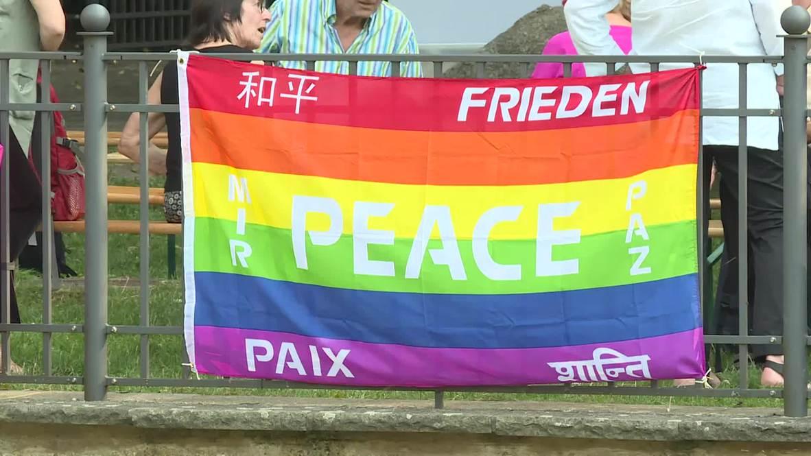 Germany: Berliners ring Japanese Peace Bell to mark Hiroshima anniversary