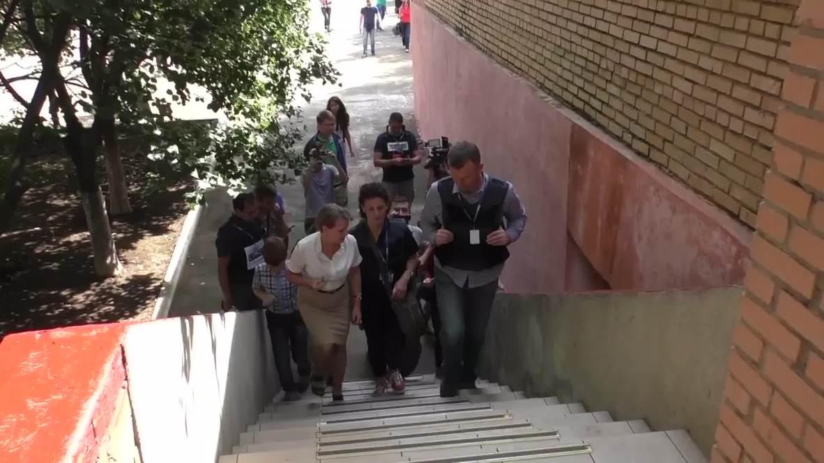 Ukraine: OSCE's Hug inspects Gorlovka school ahead of new term