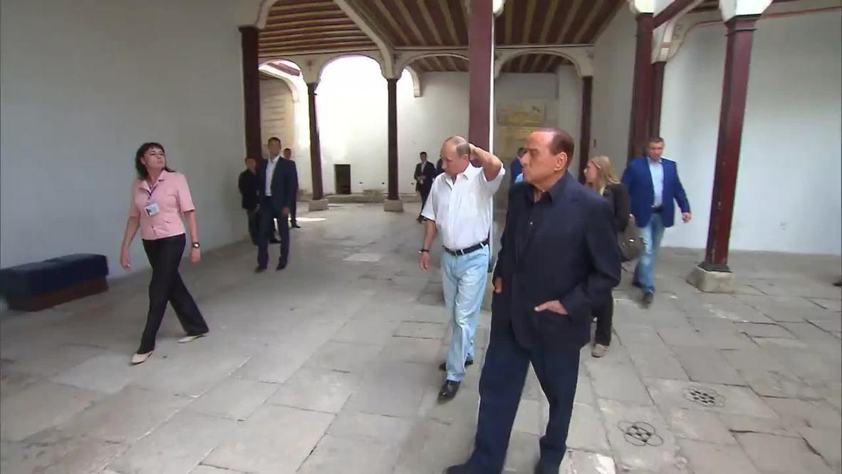 Russia: Putin and Berlusconi visit Khan's Palace in Crimea