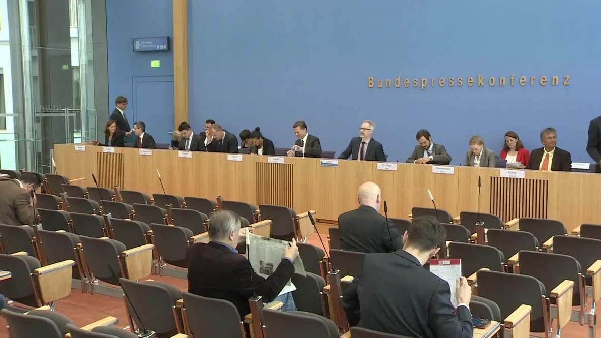 Germany: Government spokespeople talk Schengen arrangements, Dublin Regulation
