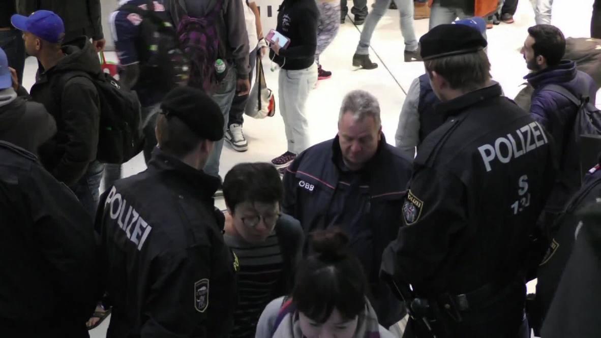 Austria: Police prevent refugees reaching platforms at Salzburg train station