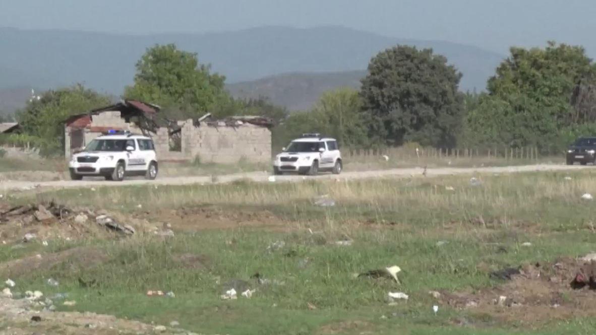 Macedonia: EU Commissioner Johannes Hahn visits refugee centre on Greek border