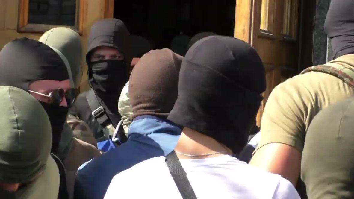 Ukraine: Fists fly as masked men storm Kharkov city hall