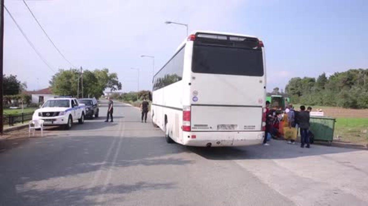 Greece: Thousands of refugees cross border into Macedonia