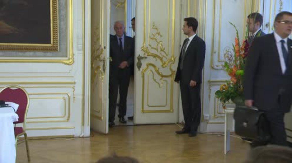 Austria: Orban wants Hungary & Croatia to 'organise a corridor' to Austria for refugees