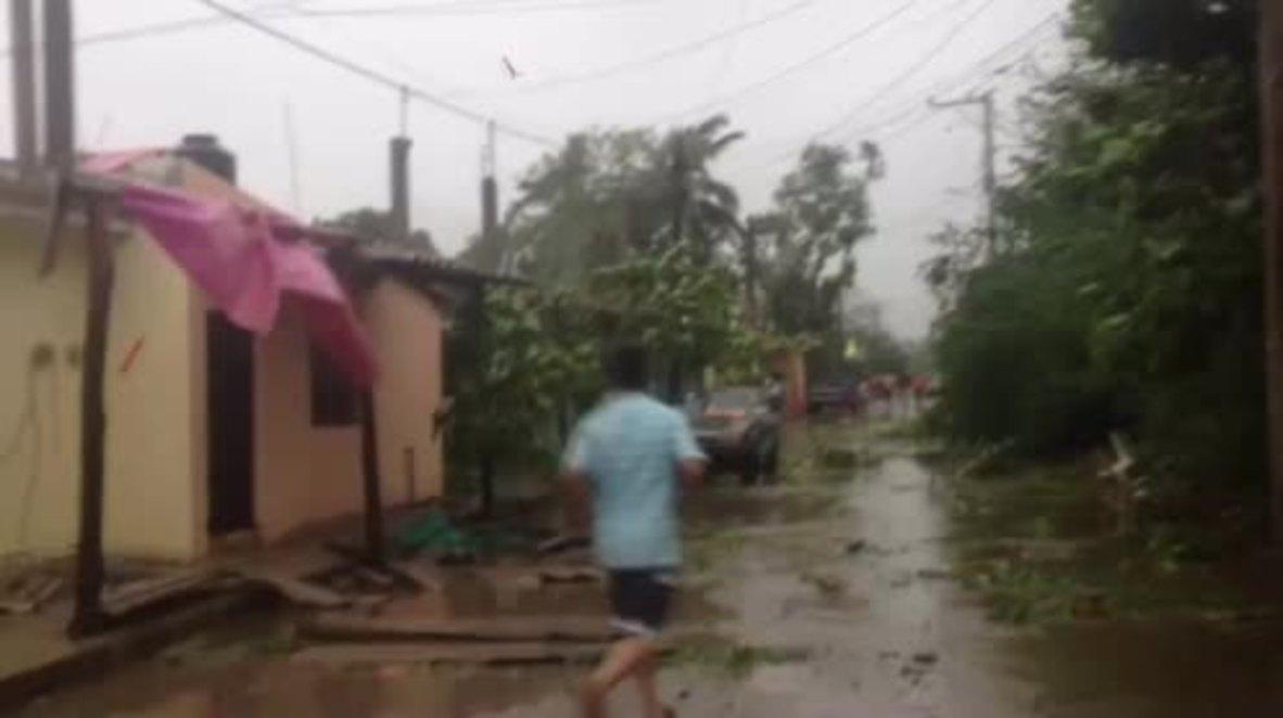 Mexico: Hurricane Patricia hammers coastal town of Barra de Navidad